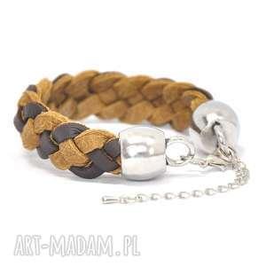 B12-01AU Brązowa skórzana bransoletka z rzemyków warkocz wykończony ozdobami BOX