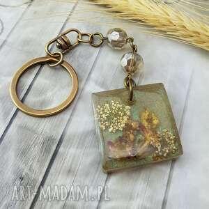 handmade breloki 1082/mela - brelok do kluczy z żywicy kwiaty