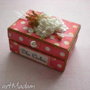 pudełka pudełeczko w groszki, pudełko, puzderko, prezent, kwiaty