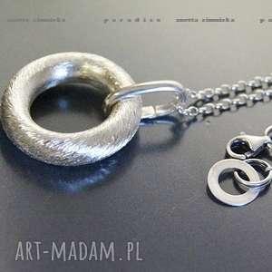 handmade naszyjniki srebro, wisior - koło w satynie