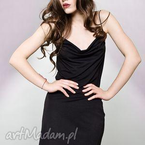 sukienki mała czarna na ramiączkach