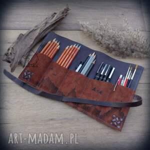 etui skórzany piórnik na ołóki i kredki kompas - ręcznie robiony malowany