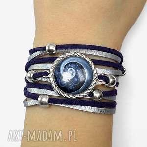 bransoletka niebieska spirala - zakręcana rzemienie, graficzna, zamsz