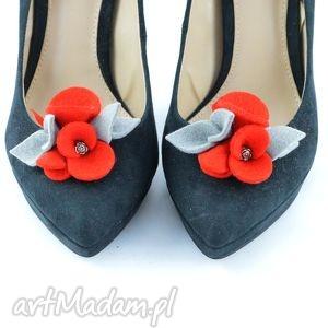 klipsy do butów- filcowe przypinki czerwone z szarym, filc, wełna