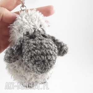 breloki owieczka szara berta - szydełkowy breloczek, owieczka, na szydełku