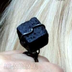 sześcian z lawy pierścionek unikatowy handmade, pierścień jakiego nie ma nikt