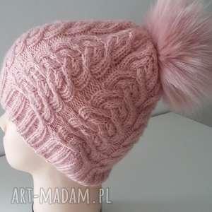 czapka zimowa z duŻym pomponem - czapka, czapa, zima, druty, pompon, kobieta