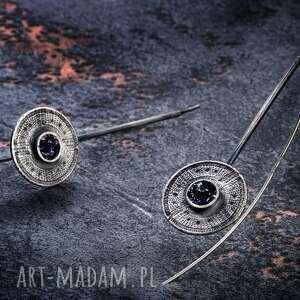srebrne długie eleganckie kolczyki w stylu glamour tribal, oksydowane