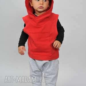 ubranka czerwona kamizelka z kapturkiem, bawełna, handmade, misio, aplikacja, kaptur