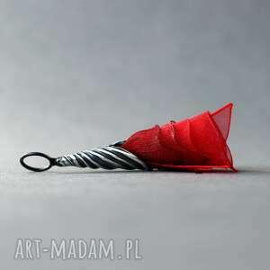 wisiorki srebrny czerwony wisiorek tulipan, artystyczny z tkaniną