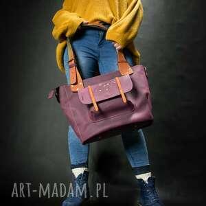 piękna damska torba w kolorze buraczkowym z kolorowymi akcentami od ladybuq art