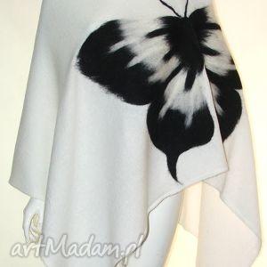 poncho ponczo zdobione motylem , dzianina, wełna, filcowanie, przędza, motyw ubrania