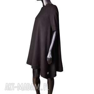 wełniana sukienka z dłuzszymi bokami, wełniana, elegancka, minimalizm, prosta, zwykła