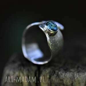 regulowany pierścień z topazem, pierścionek