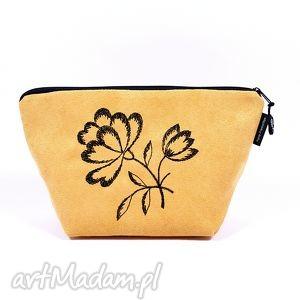 kosmetyczka black flowers on yellow , kosmetyczka, etui, zamsz, kwiat, haft