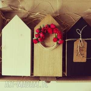 3 domki drewniane z wiankiem, domki, domek, wianek, drewniane, skandynawski, drewno