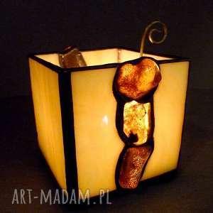 hand-made świeczniki prezent. Bursztynowy świecznik-lampion hand made oświetlony busztyn