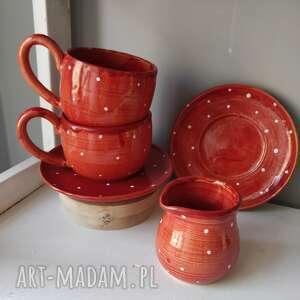 ceramika zestaw dwóch filiżanek i dzbanuszka czerwony, filiżanka do herbaty