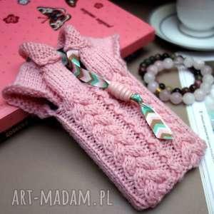 ręczne wykonanie etui sweterek na smartfona