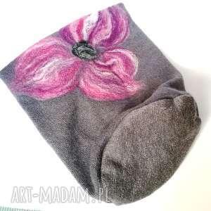 hand made czapki czapka wełniana filcowana szara zimowa handmade w kwiaty