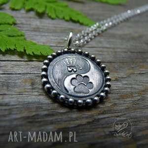 naszyjniki łapka w łapkę, łapka, pies, minimalistyczny, yin yang, pupil, srebro