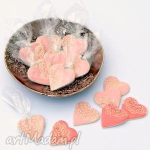 Prezent Ceramiczne serduszka magnesy - upominki dla gości weselnych, serca,