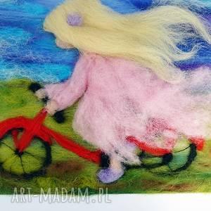 pod wiatr. obraz z kolekcji die wunderschne kindheit, rower wycieczka dziewczynka