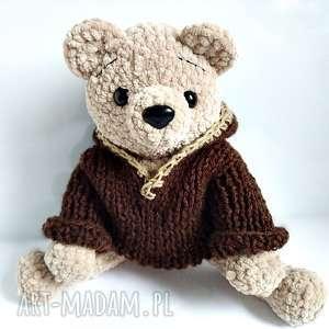handmade maskotki pluszowy pan miś w brązowym sweterku z kapturem