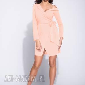 elegancka różowa sukienka na jedno ramię, wizytowa, kopertowa