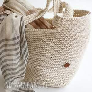 duża torba typu shopper bag wykonana w całości szydełkiem z cienkkego