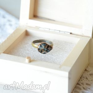 pierścionek z nieregularnym oczkiem plastra drewna, drewniany, drewno, żywica