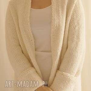 Kardigan w złamanej bieli, sweter, kadigan, alpaka, dziergany, wełniany