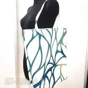 biała torba ekologiczna w pięknym nowoczesnym designie shipperka, wegańska
