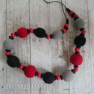 czerwono-czarny - filc, filcowy, naszyjnik, wełna, jesień, korale