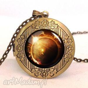 zaćmienie słońca - sekretnik z łańcuszkiem - sekretnik, medalion