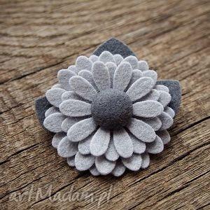 Broszki momilio art broszka, przypinka, kwiatek, filc,