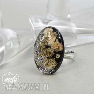 0538/ mela pierścionek - kwiaty w żywicy, pierścionek, owalny, żywica, epoksyd