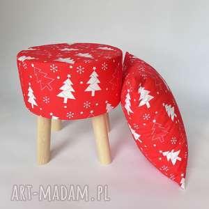 Stołek Fjerne S czerwona choinka, stołekskandynawski, puf, krzesło, drewno,