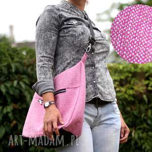 Różowa torba w kształcie worka z grubo plecionej tkaniny