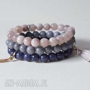 3 bransoletki z kamieni ozdobnych, kobieta, biżuteria, bransoletki, prezent, kamienie