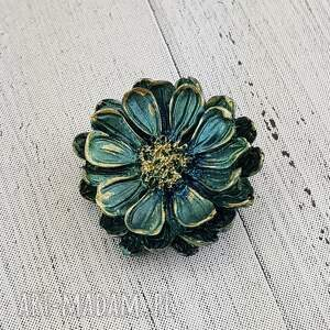 handmade broszki 1283/mela broszka z żywicy kwiat, zieleń-złoto