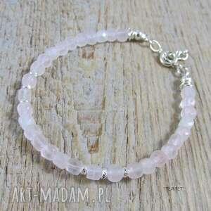 ręczne wykonanie kwarc różowy - sześciany w bransoletce
