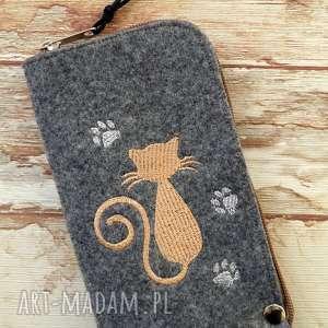 ręcznie zrobione etui filcowe na telefon - kotek