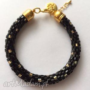 czarno - złota elegantka, toho, hexa, czarny, złoty, koraliki, szydełkowanie