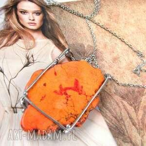 Naszyjnik z dużym pomarańczowym howlitem naszyjniki witrazka