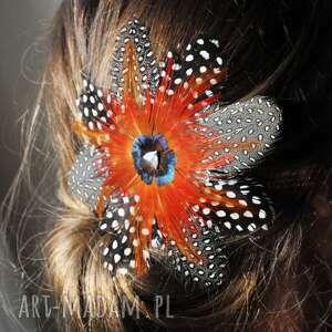 ozdoby do włosów fascynator z piór,,czerwona ośmiornica, fascynator, pióra, broszka