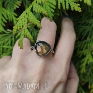 srebrny pierścionek z labradorytem, surowy, minimalistyczny, prosty, srebro 925