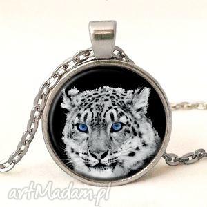 śnieżny gepard - medalion z łańcuszkiem - śnieg