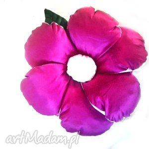 poduszka kwiatuszek z tafty w odcieniach różu, poduszka, kwiat, tafta
