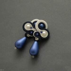 granatowo-białe kolczyki sutasz, sznurek, wyjściowe, delikatne, eleganckie